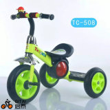 中国の工場からの赤ん坊か子供または子供の三輪車