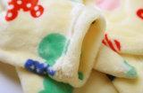 Jungen-Mädchen mit Samt-Bademantel-korallenrote Vlies-Pyjama-mit Kapuze Roben