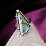 De Koele Diamant van de manier en de Onregelmatige Halfedelsteen Beslagen Ring van de Vinger van de Legering voor Vrouwen