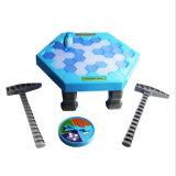 Il ghiaccio del pinguino dei giochi della Tabella che tagliato la parete del blocco di ghiaccio di colpo dei cubi di ghiaccio dell'equilibrio gioca il gioco interattivo di paternità da tavolino