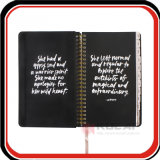ディバイダが付いている隠された螺線形の黒いキャンバスのハードカバージャーナルノート