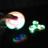 세 배 방적공 장난감, 손 방적공 플라스틱 다채로운 LED 싱숭생숭함 방적공