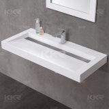 La parete di superficie solida bianca del materiale da costruzione ha appeso il bacino della stanza da bagno