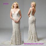 Erweitern sich V-Ausschnitt Hochzeits-Kleid mit Spiel-Hintergrund zu den drastischen Wildfell Blumenmotiven