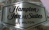 カスタマイズされたオフィスのホテルの部屋の壁のステンレス鋼の装飾によってエッチングされる塗られたプラクのDoorplatesのドアの印
