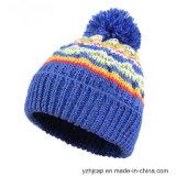 ニットの帽子POMのPOMによって編まれる帽子の帽子