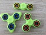 三紡績工の落着きのなさのおもちゃ自閉症およびAdhd TorqbarのためのプラスチックEDC手の紡績工