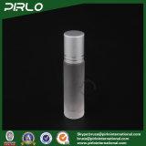 rolo do vidro 10ml geado no frasco com o tampão de vidro do rolo e da prata