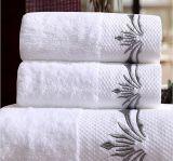 ドビーのボーダーが付いているタケまたは綿の浴室タオル