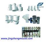 PVCは適当な管のティーの付属品型を押す