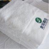 高品質の100%年の綿の星のホテルの浴室タオルのカスタマイズされた刺繍のロゴ