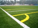 Relvado artificial da grama barata do futebol