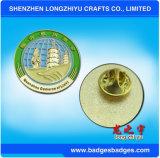 Modèle simple gravé en relief autour de l'insigne avec la couleur élégante pour la vente en gros