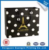 金ロゴの黒いカラーペーパーショッピング・バッグ