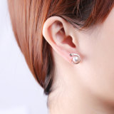 민물 여자를 위한 진주 기하학적인 장식 못 귀걸이 925 순은의 둘레에 완벽하게 자연 9*9.5mm는 보석을 순화한다