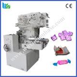 Estaca dos doces da capacidade elevada e máquina de embalagem dobro da torção