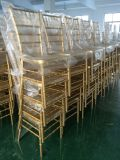 Cadeira de Tiffany do ouro da resina e tabelas claras, cadeiras de Chiavari para o casamento