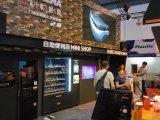飲料または飲み物の上昇のためにスクリーンの自動販売機を広告するLCD