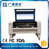 Máquina de gravura e laser de corte de porta de madeira