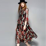 刺繍の贅沢な女性のイブニング・ドレス