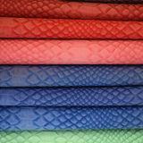 يزيّن تمساح أسلوب جلد اصطناعيّة لأنّ حقائب أو أحذية ([هتس018])