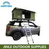 キャンプのための車の屋根の上のテントを現れなさい