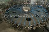 Terminar o suco engarrafado que faz a máquina de enchimento e tampando