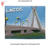Aimants pour réfrigérateur en résine fille Lagos pour promotion (YH-FM095)