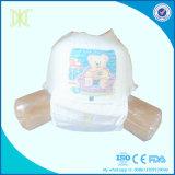 El entrenamiento disponible del bebé jadea los pañales para los niños