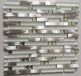 Tuile de mosaïque faite au hasard en verre et d'aluminium de bande