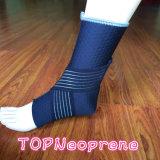 ネオプレンは通気性の圧縮の浮彫りになる足首サポートを遊ばす