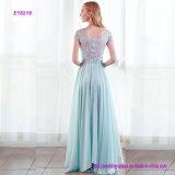 Eine Zeile gesticktes Abend-Kleid