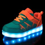 2016 la couleur lumineuse DEL chausse les chaussures courantes de sports de mode de gosses