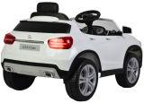 Um passeio elétrico de 12 volts no carro com roda de direção