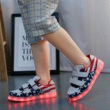 2017の卸売は子供、LEDの標識燈の靴のためのLEDの靴をカスタマイズした