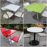人工的な石造りの家具の人は石造りの固体表面のコーヒーテーブルを作った