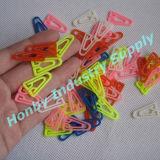 Formati differenti e clip di carta di plastica di figura del triangolo di colori