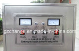 A indução automática engarrafa os frascos que selam a máquina