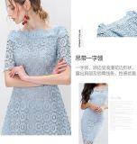 La robe de demi de femmes bleu-clair de chemise de hors fonction-Épaule de lacet de fleur