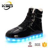 余暇流行様式LEDの照明靴の人の女性のためのマーティンの高い上のブート
