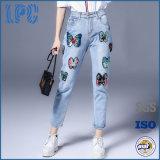 Cotone stampato promozione di estate che fa pubblicità ai jeans delle signore