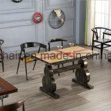 Projeto da tabela da loja do metal do ferro com mobília antiga da reprodução