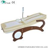Mano de Reiki que talla la base de madera del masaje