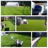 Greening da paisagem em toda parte da grama artificial