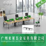 6 Seaterのスタッフの鋼鉄フィートが付いているまっすぐな積層のテーブルの上のオフィス用家具