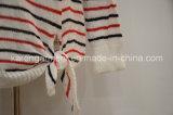 Modo delle donne costolate a strisce d'avanguardia del maglione