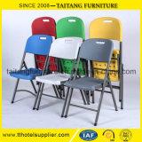 屋外の家具か屋外のプラスチック折りたたみ式テーブルおよび椅子