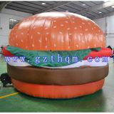巨大なハンバーガーの膨脹可能なモデル