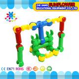 Giocattolo da tavolino di plastica dei bambini che inserisce le particelle elementari dell'automobile