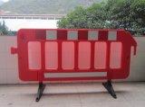 黄色および赤い一時トラフィックの塀の障壁